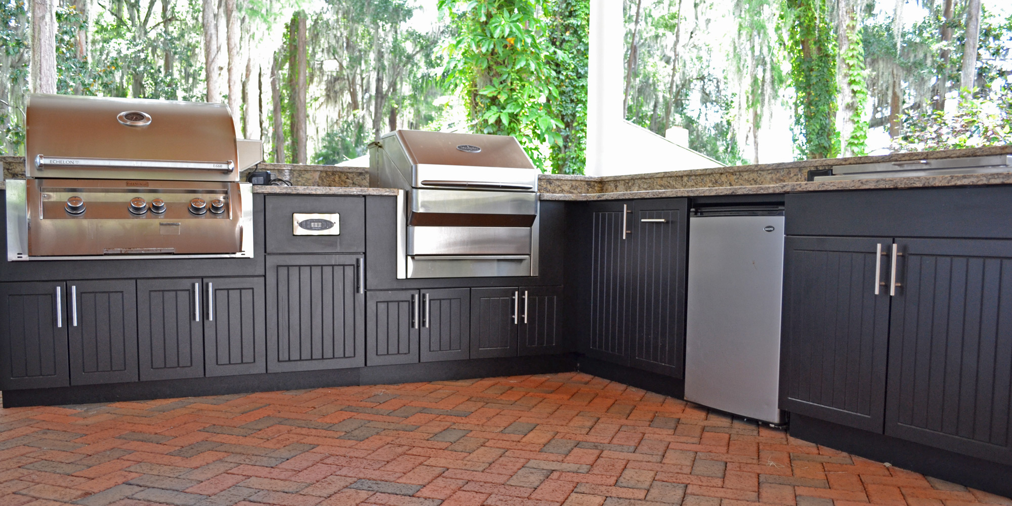 Premium-Polymer-Outdoor-Kitchen-Black_2000x1000_003.jpg