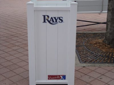 Rays_Litter_Cans,_Planter_Boxes_and_Benches_032