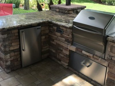 Stacked-Stone-Memphis-Grill-Outdoor-Kitchen_2000x1000_001.jpg