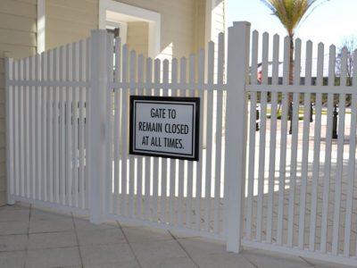Pool-Gate